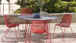 Table & chaises RAMATUELLE 73 Grosfillex ∅130cm Rouge / plateau Nerro